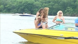 Flashing party on the water - Distinctive