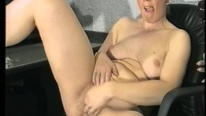 Blonde wears herself out by making herself cum (CLIP)