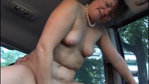 Dude gets wicked BJ while riding in car