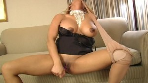 Get hot with this gal playing with herself (CLIP)