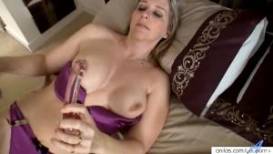 Meet busty Tonya s orgasmic glass dick