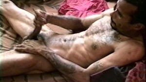 Nice messy cumshot on himself