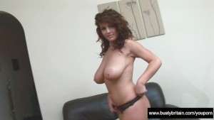 Pretty Babe Roxy Plays With Hooters