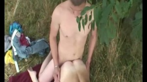 Threesome out in the field - Julia Reaves