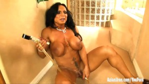 Aziani Iron Rhonda Lee pumping her big clit