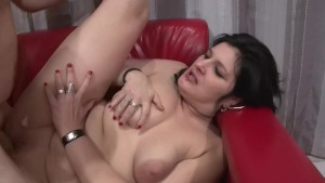 Chubby raven fisted and pounded - Telsev