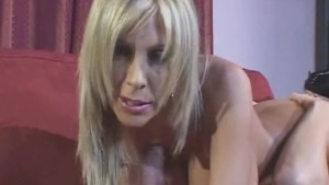 Blone Super MILF Handjob