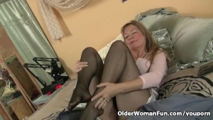 Pantyhose get mom s pussy hot and throbbing
