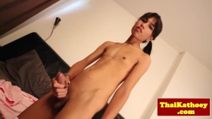 Teen skinny thai shemale stretches butthole