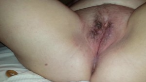 Plump girl toying her wet cunt(clip)
