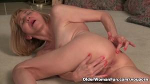Skinny grandma Bossy Rider works her old pussy