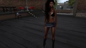 Une jolie femme black virtuelle en mini jupe et soutien gorge
