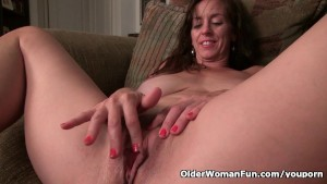 American milf Tricia Thompson is feeling playful today