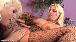 Nikki Phoenix eating wet pussy