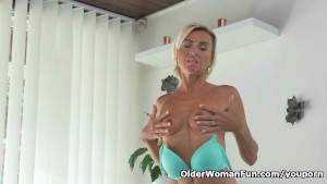 Skinny milf Sunny needs getting off