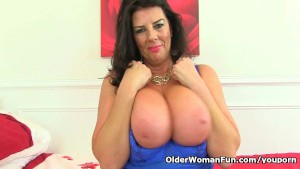 UK milf Lulu Lush unleashes her natural big tits
