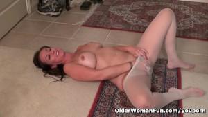 American milf Tricia Thompson needs orgasmic pleasure