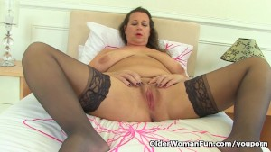 British milf Eva Jayne needs t