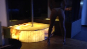 Gostosa dançando no motel