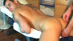 Stan innocent delivery guy serviced his big cock by a guy!