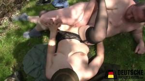 Claudia erwischt Hannes