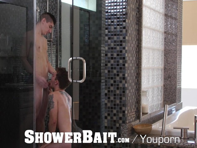 Showerbait straight guy gets ass eaten and fucked in the shower