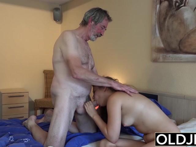 секс видео.дед и домработница
