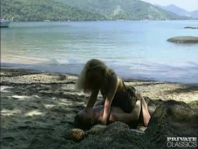 aniko-jacqueline-has-anal-sex-in-the-beach