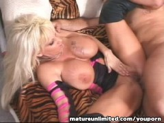 Picture Blond Milf is fuck in her ass