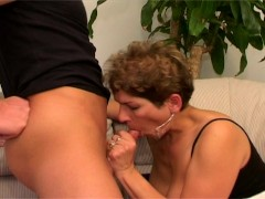 Picture MILF Gives Out
