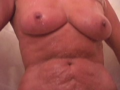 Picture Cougar gets covered in jizz - Shots