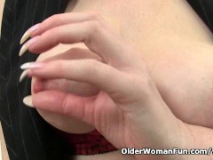 Picture British milf Red works her sweet matured pus...