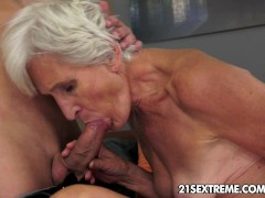 Picture Gorgeous GILF Aliz have a blast with a big y...