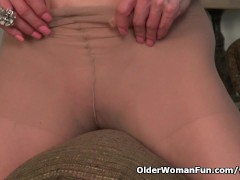 Picture Busty milf Raquel humps the couch in pantyho...