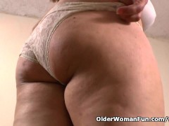 Picture Mom gets horny in nylon pantyhose