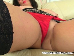 Picture British milf Lulu works her big naturals and...