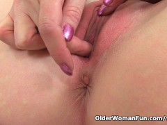 Picture British milf Sexy P wears stockings with sus...