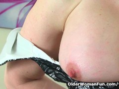 Picture Scottish milf Toni Lace has got to rub her c...