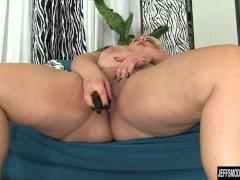 Picture Chubby beauty Jade Rose masturbates