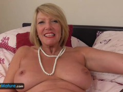 Picture Mature cougar Amy toy joy