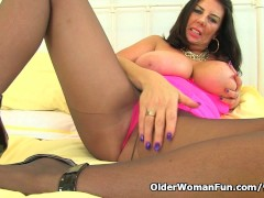 Picture British milf Lulu Lush rips open her black t...