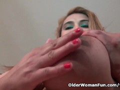 Picture American BBW milf Mia Jones gets busy with d...