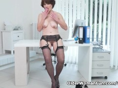 Picture Euro milf Alice Sharp shows how it is done a...