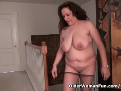 Picture Busty milf Nicolette Parsons rubs her mature...