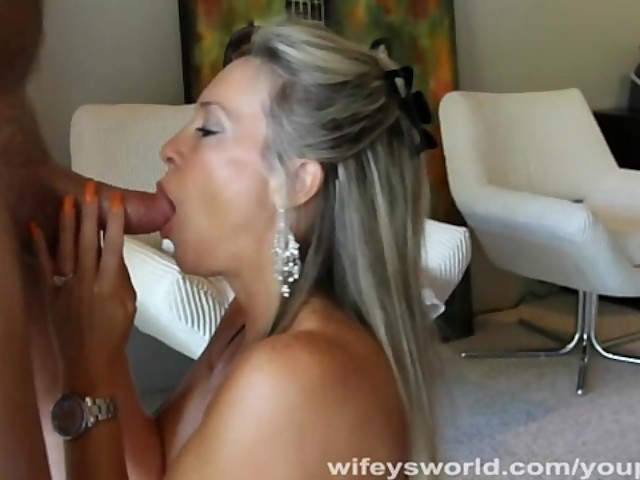 wifey blowjobs Wifey Swallows A Huge Cumshot With A Smile.