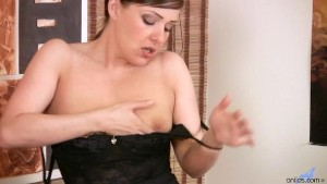 Karen Wood MILF Dildo Session