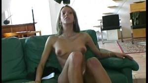 Flexi Pornstar Detti at home