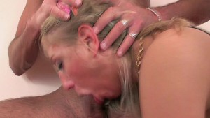 Double penetration for this blonde