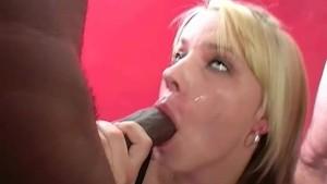 UK babe Annie loves bukkake