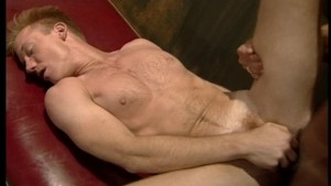 Muscle man gets cleaned to get fucked(clip)